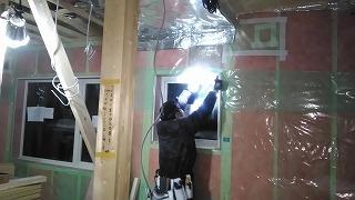 天井気密シート施工(旭川近郊の工務店ならミヤザキホーム)