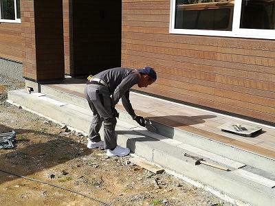 ポーチタイル施工(旭川近郊の工務店ならミヤザキホーム)