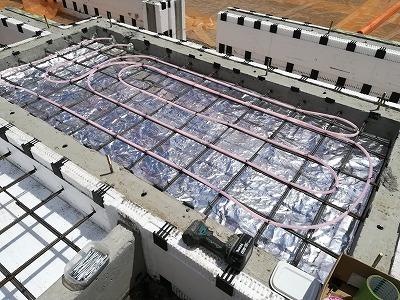 玄関土間パイピング施工(旭川近郊の工務店ならミヤザキホーム)