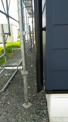 雨樋縦管取付(旭川近郊の工務店ならミヤザキホーム)
